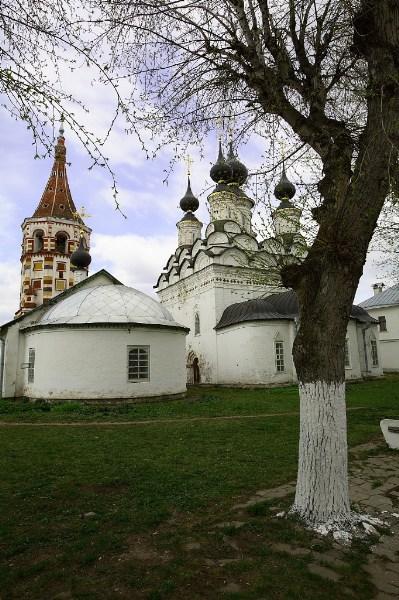 фото альбом Суздаль Деревья и церкви