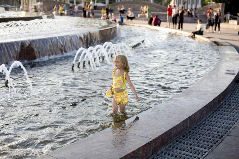 фото альбом Москва Купание в фонтане