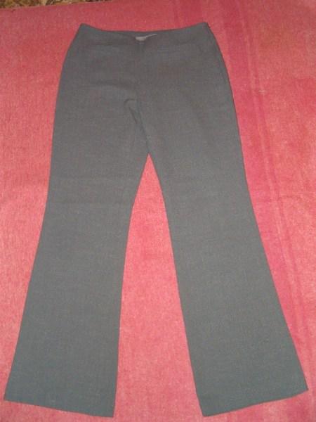 фото альбом Полная распродажа - женская одежда - все по 15грн,кроме пиджака Брюки светло-серые, 30грн.