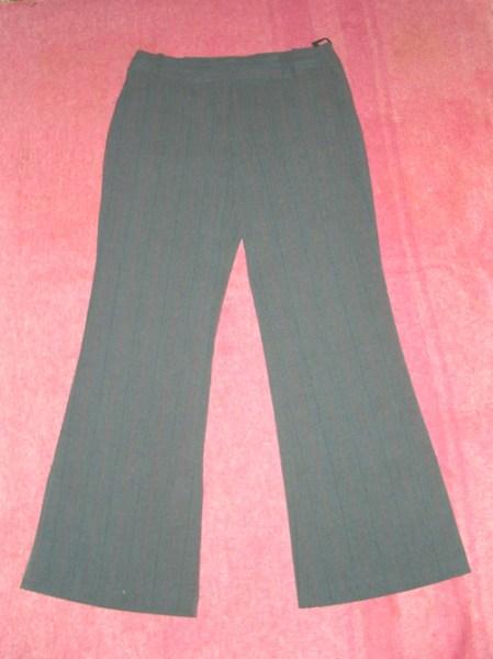 фото альбом Полная распродажа - женская одежда - все по 15грн,кроме пиджака Брюки серые в серую с красным полоску 30грн.
