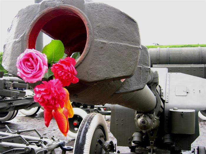 фотографии альбом Праздники - День победы 9 мая Памятник Великой Отечественной Войне 9 мая 2005г. Наши ветераны