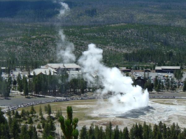 фото альбом Штаты, Канада - Trip to Yellowstone View of the Old Faithful Geyser from top