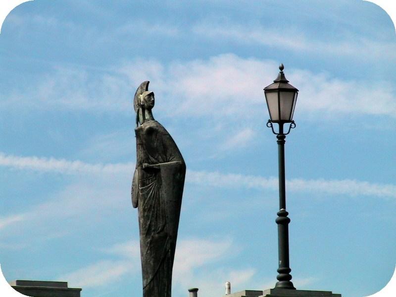 фото альбом Европа - ГОРОД АЛМАЗНЫХ БИРЖ Свежо над рекой