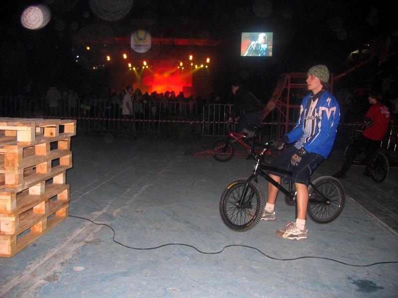 фото альбом Праздники - 02.2005 концерт в розгаре