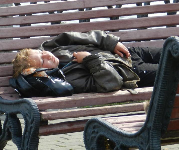 фото альбом Антисоциал-бомжи бомжиха спит1.JPG