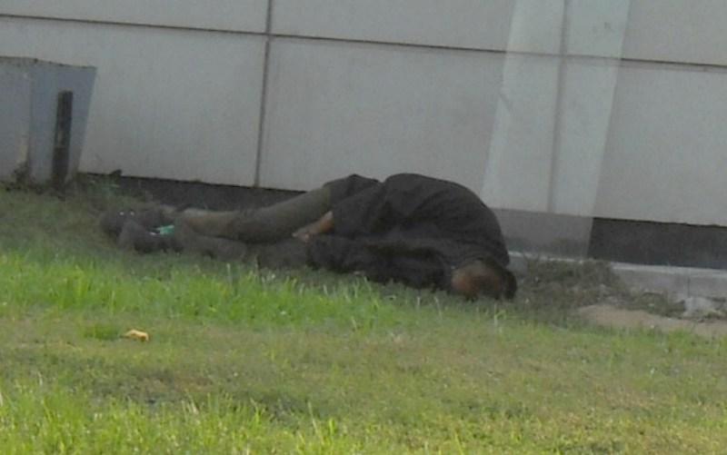 фото альбом Антисоциал-бомжи бомж спящий.JPG