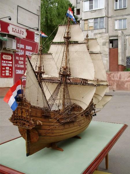 фото альбом Модели парусных кораблей от мастерской Верфь на столе P6050075.JPG