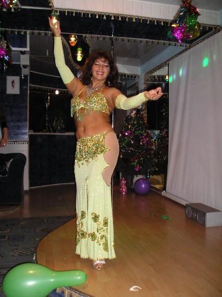 фото альбом Фитнес и танец в Астрахани Танцовщица Марина на концерте в астраханской гостинице Интурист СПА